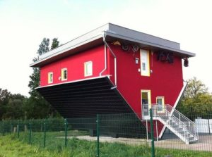 Funny-photo-barn-building-upside-down