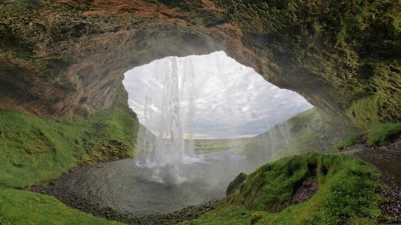 seljalandsfoss-waterfalls-caves-iceland-natrue