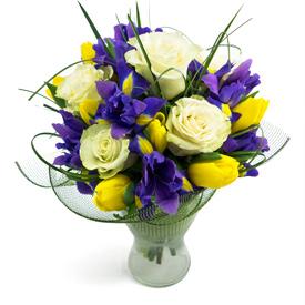 buchet-de-irisi-si-trandafiri-albi-1sIYZ